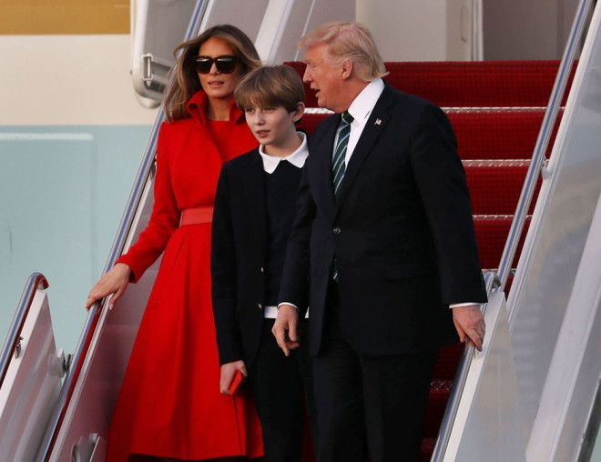 Напомним, Дональд и Мелания Трамп поженились в 2005 году, а через год у них появился сын. Для Дональ