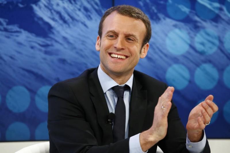 Странная любовь главного претендента в президенты Франции. Это же надо было так вляпаться! (8 фото)