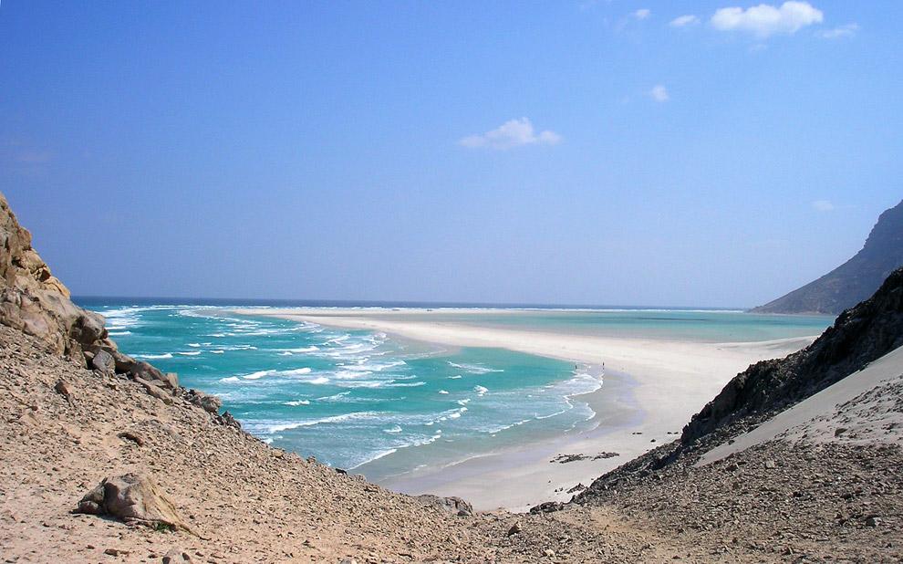 По данным переписи 2004 года на острове жило 42 442 человека. (Фото Reuters | Mohamed al-Sayagh