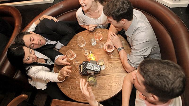 4. Игра за ужином, делающая гостей более цивилизованными Вы ведь тоже не любите, когда хороший ужин