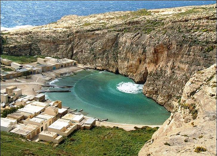 8. Внутреннее море. Это лагуна морской воды на острове Гоцо, которая связана со Средиземным морем че