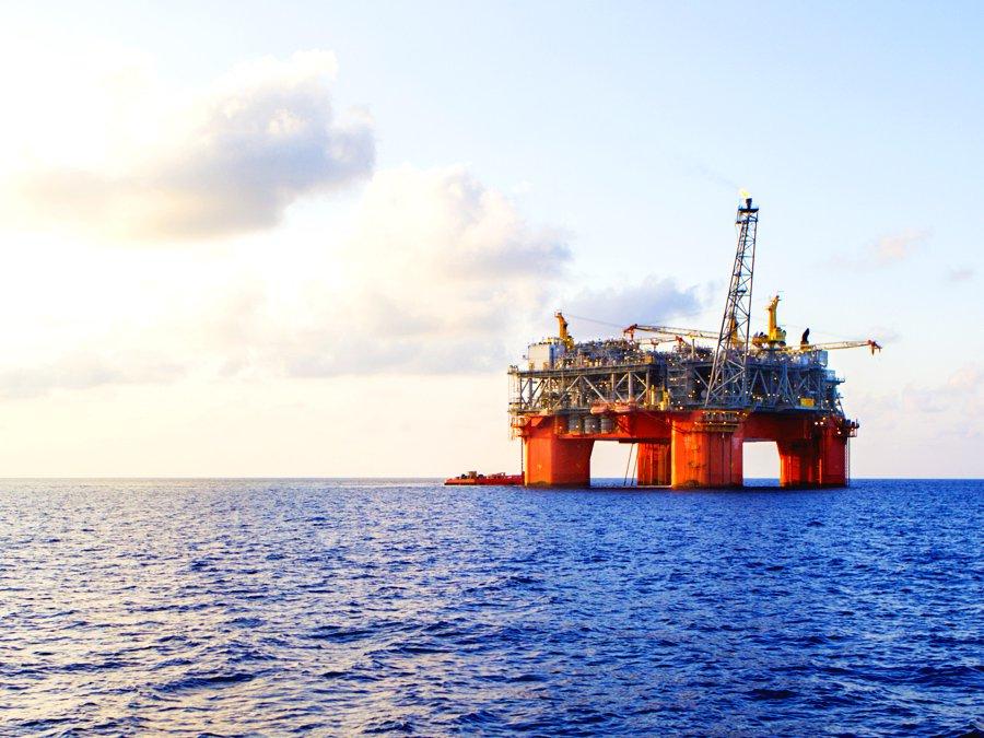 Цена нанефть марки Brent опустилась ниже $51 впервые затри месяца