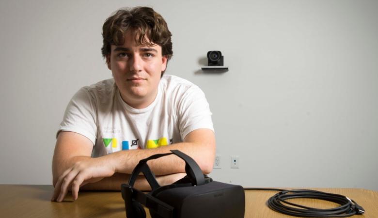 Основатель Oculus Палмер Лаки покинул компанию фейсбук