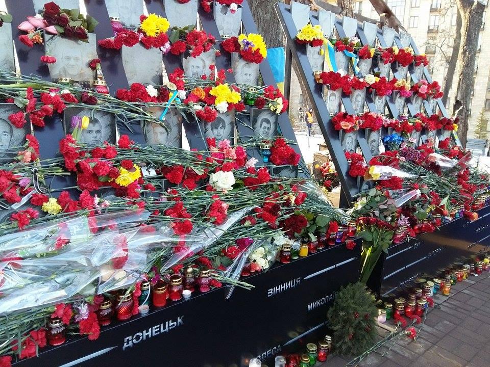 ВКиеве осквернили памятник героям Небесной сотни
