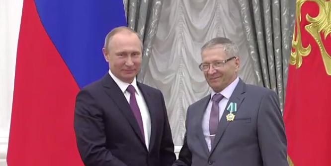 Президент Владимир Путин наградил Сергея Жвачкина орденом Дружбы
