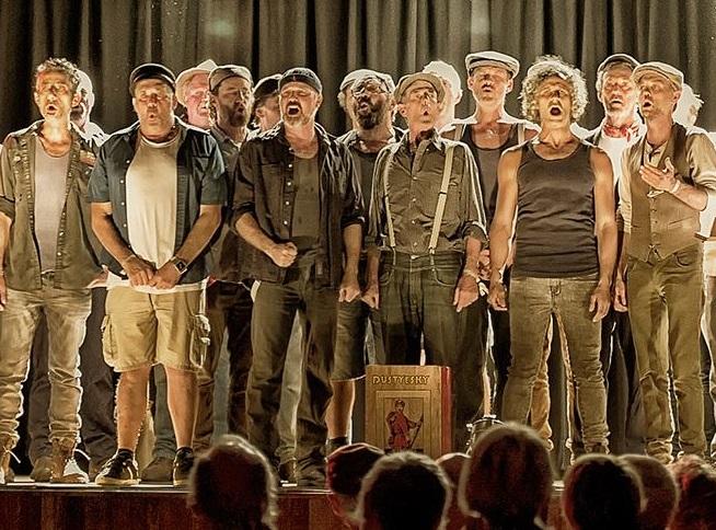 Мужчины изавстралийского ансамбля Dustyeskу поют русские песни нехуже граждан России