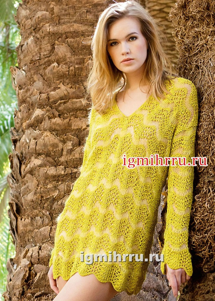 Желто-зеленый удлиненный пуловер с волнистым узором. Вязание спицами