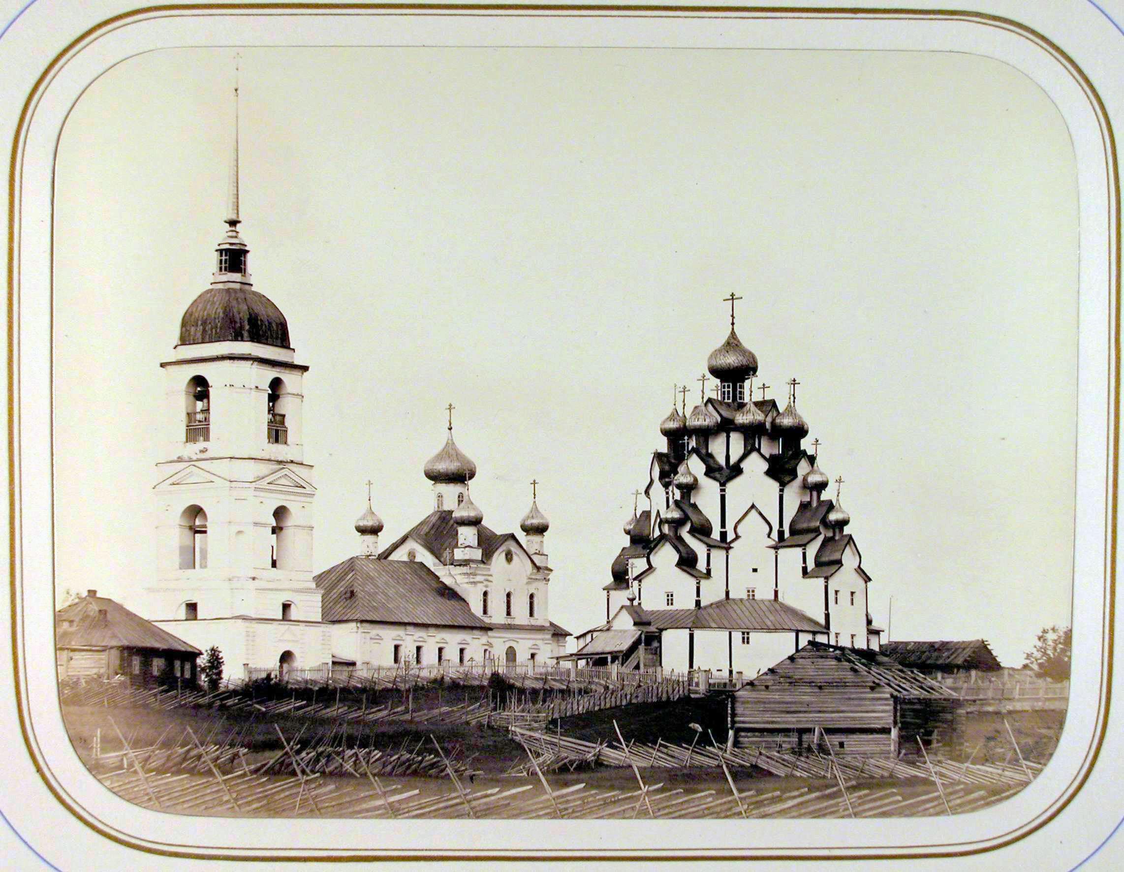 Вид на церковь и колокольню Вытегорского погоста на берегу реки Вытегры