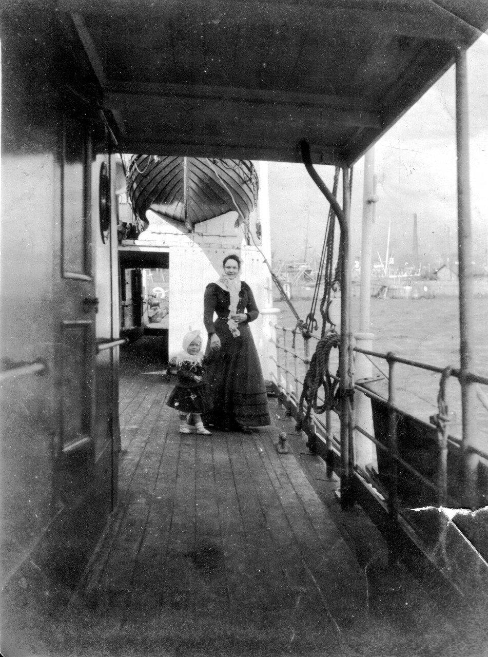 01. Редж и Анна Мария на борту «SS Zara»