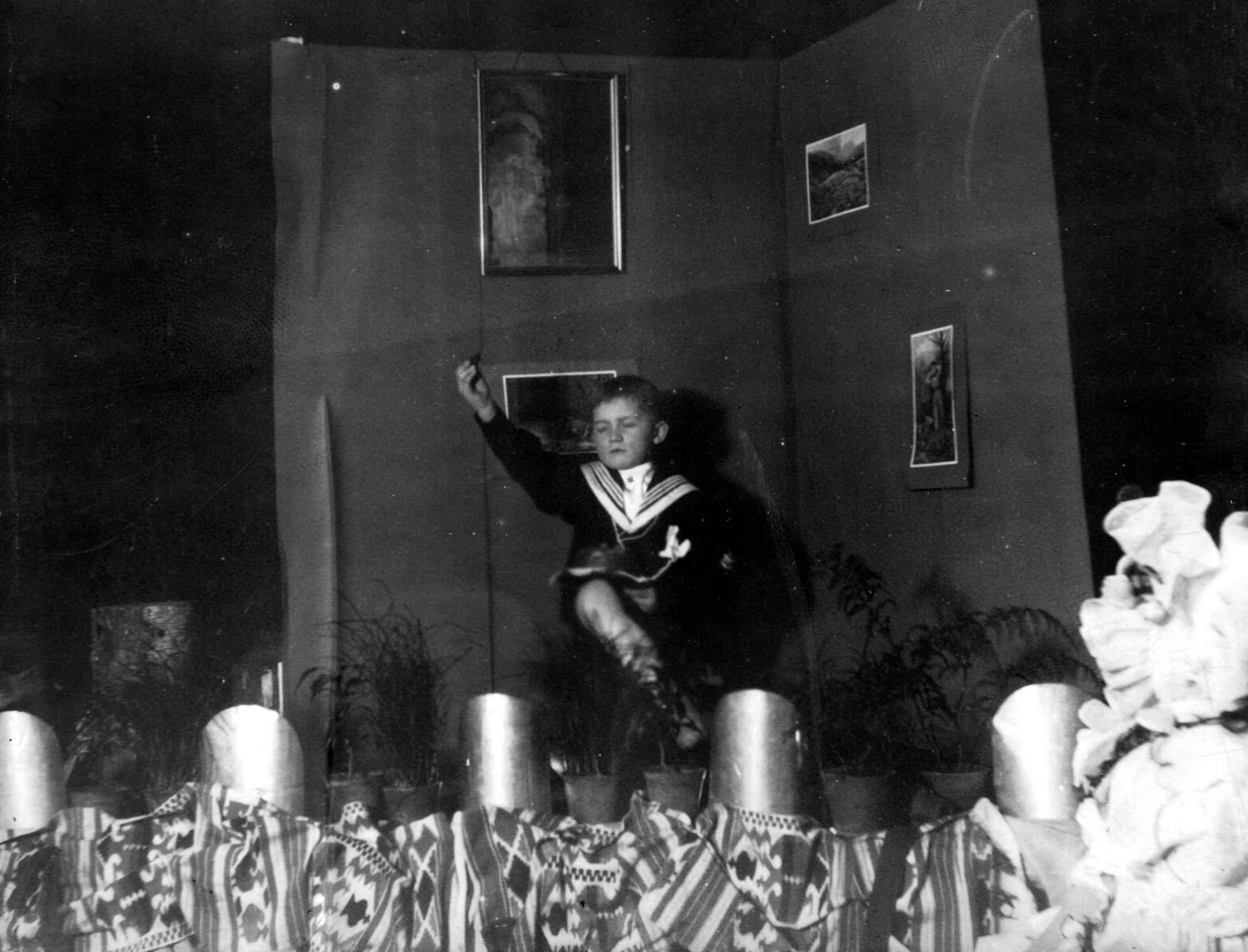 08. Редж танцует в их временной квартире