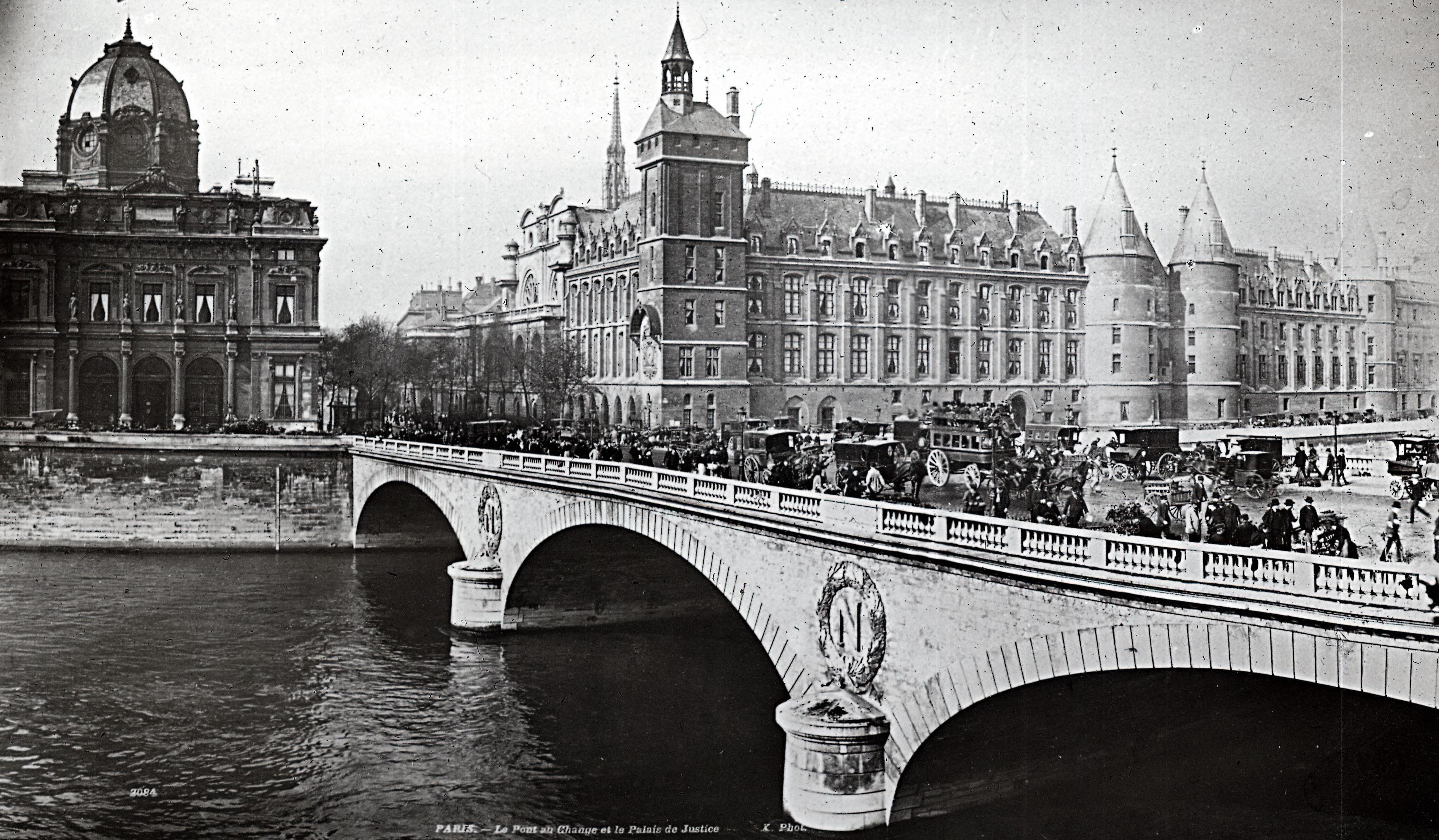Мост Менял и Дворец правосудия