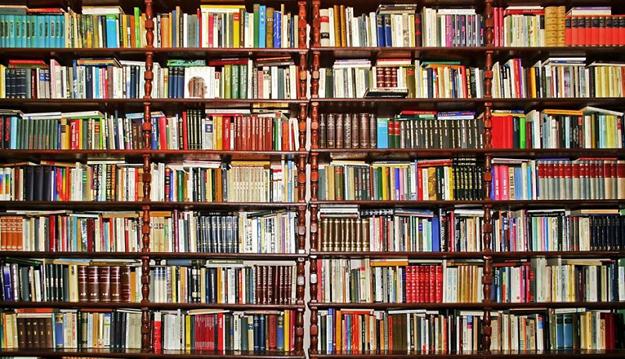 Открытка С Днем библиотек! Книжные стелажи