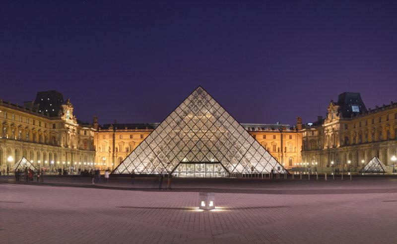 Прекрасный, известный на весь мир музей. Здесь, помимо прочих богатств, нашла пристанище знамени