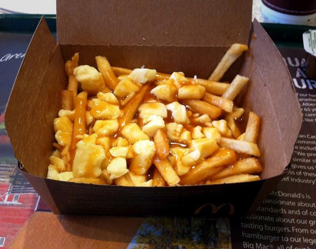 Канада: Путин (Poutine) Это блюдо в канадском «Макдоналдсе» представляет собой гору картофеля соломк