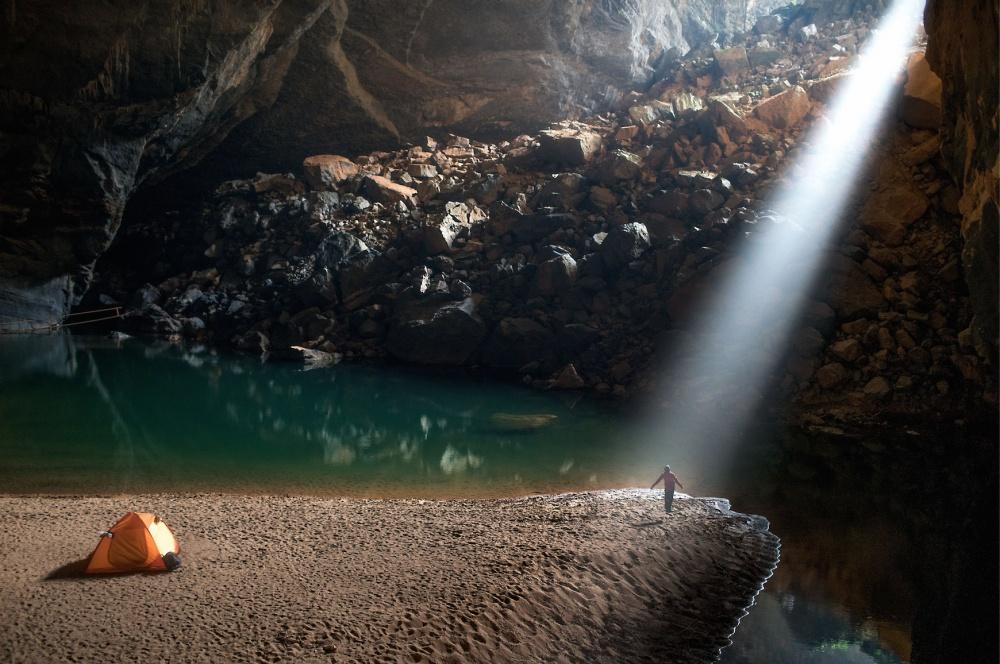 © Lam Tu/Solent News/REX/Shutterstock  Одно изчудес природы— третья повеличине вмире пещер