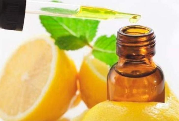 6. Ароматная ванна Наполните ванну пеной и добавьте в нее немного эфирного лимонного масла. Подобные
