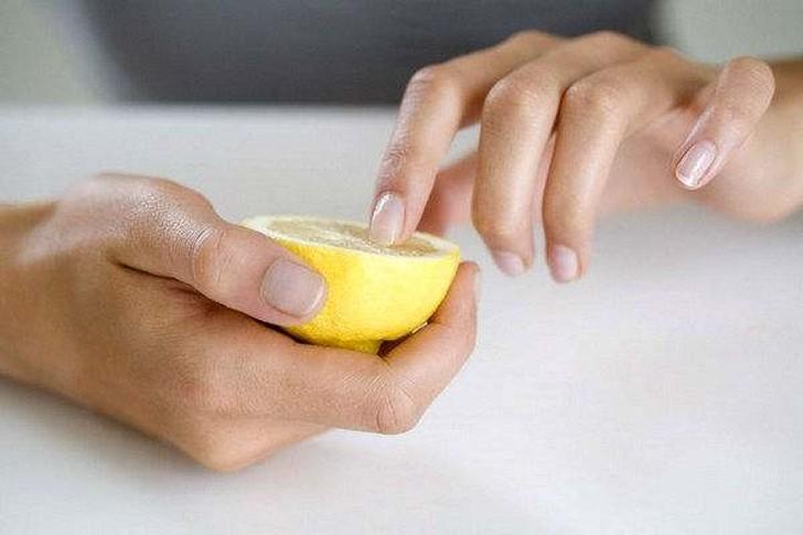 12. Лимон помогает при укусе осы Протрите место, куда ужалила оса, лимонным соком, чтобы облегчить б