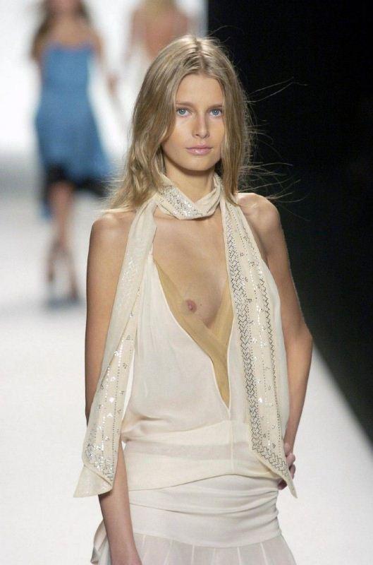 Дизайнеры одежды не особо заботятся о нижнем белье моделей