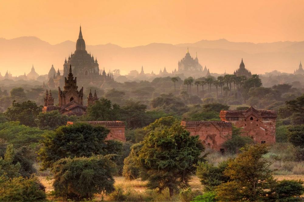 В древнем городе Паган находится множество буддийских храмов и монастырей. Раньше более 10000 из них