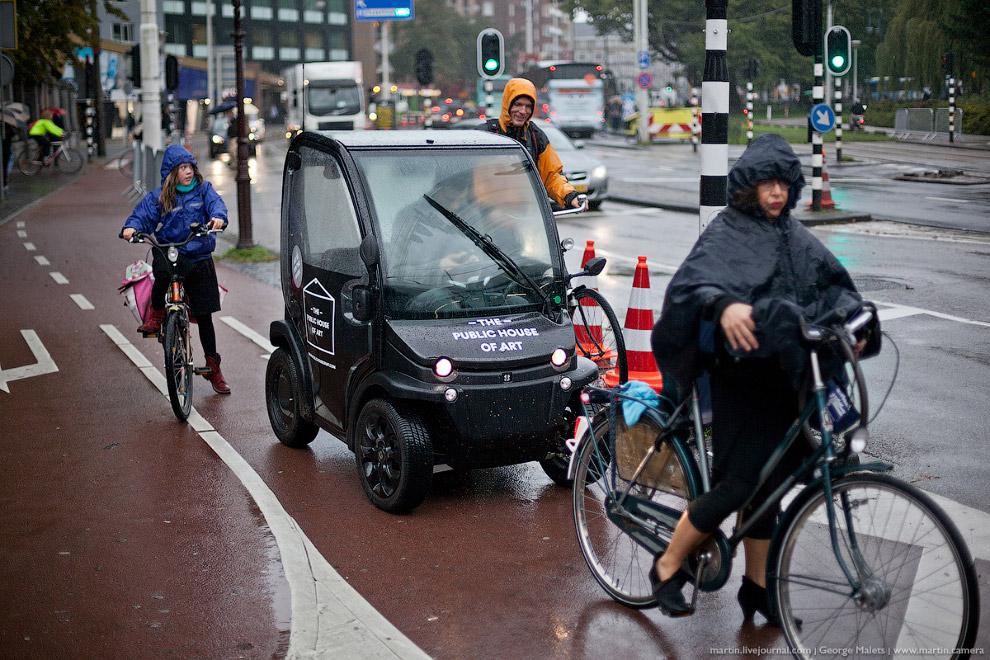 Центральная и самая популярная площадь Амстердама — Дам. Собственно говоря, название города пр