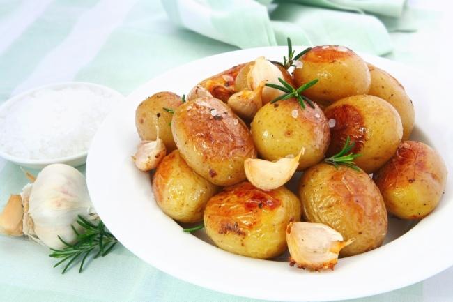 © Depositphotos  Неожиданно, ноонтоже вчерном списке. Подогретый картофель теряет ивовкус
