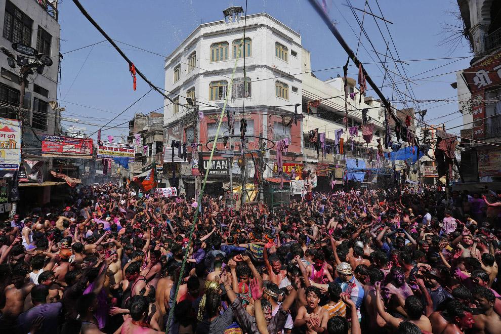 18. Фестиваль красок Холи в Мумбаи, 13 марта 2017. (Фото Punit Paranjpe):