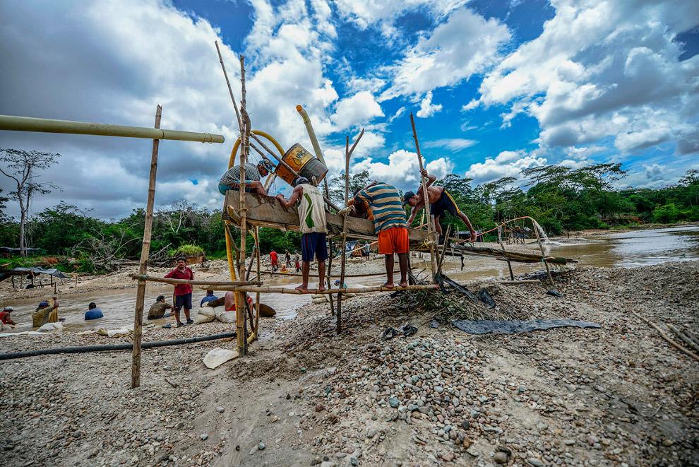 10. Дробильная машина для измельчения кусков каменной породы. (Фото Juan Barreto):