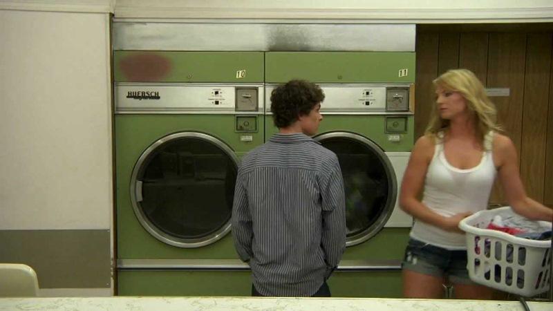 Главная причина, почему американцы стирают вещи в прачечных, а не дома. (8 фото)
