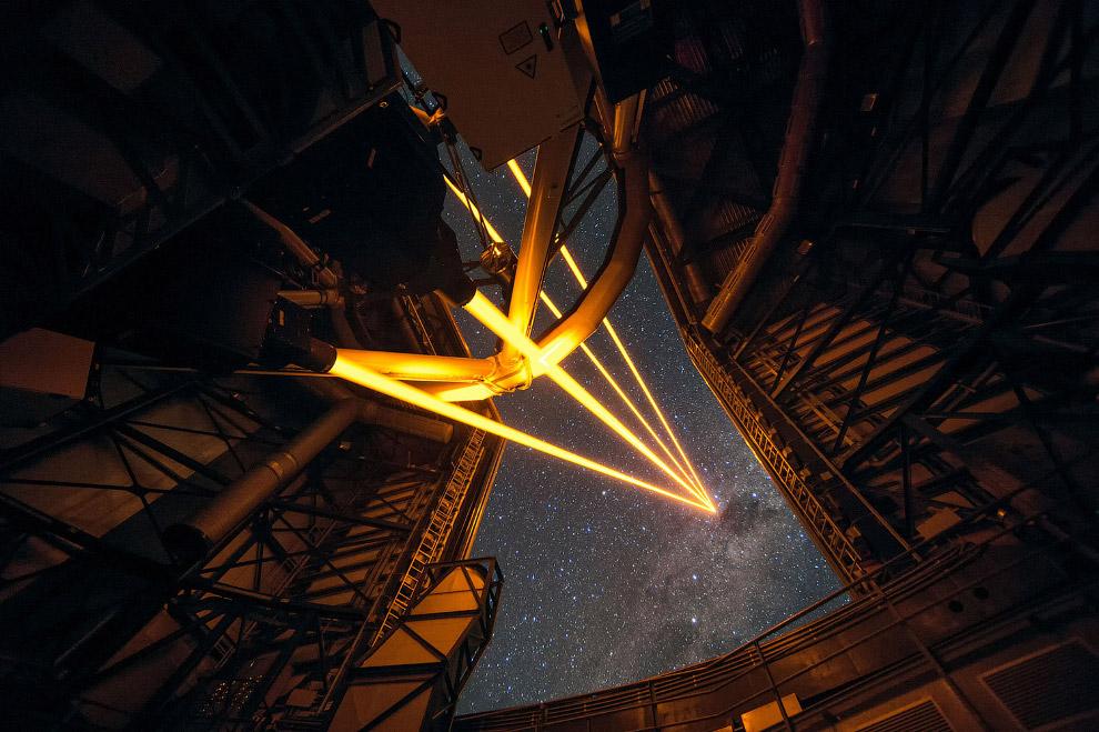 6. Звёздные треки в обсерватории Ла-Силья. Это еще одна астрономическая обсерватория, в Чили, п