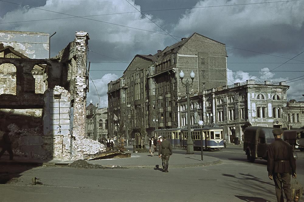 20. Трамвай, проезжающий по улице Свердлова (ныне Полтавский Шлях).