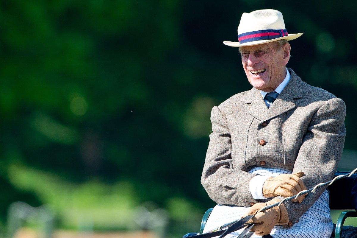 Принц на протяжении всей жизни оставался верен своей любви к поло, соревнованию конных экипажей и па