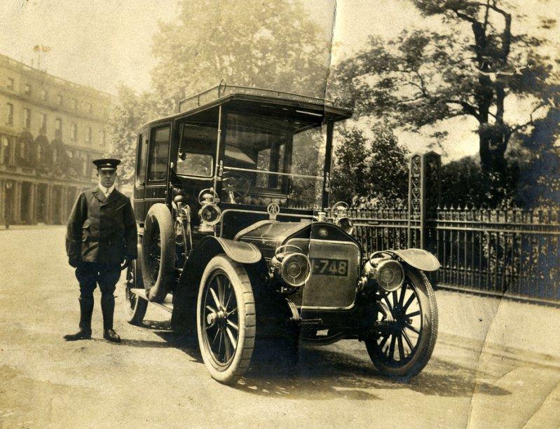 Wolseley-Siddeley лимузин и шофер, Лондон, 1906-1907