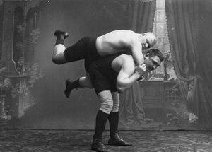 Момент борьбы на ринге