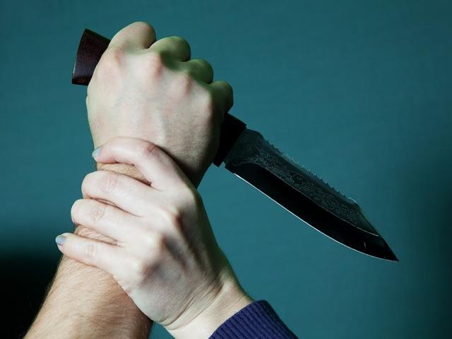 ВСызрани мужчина напал сножом на молодых людей