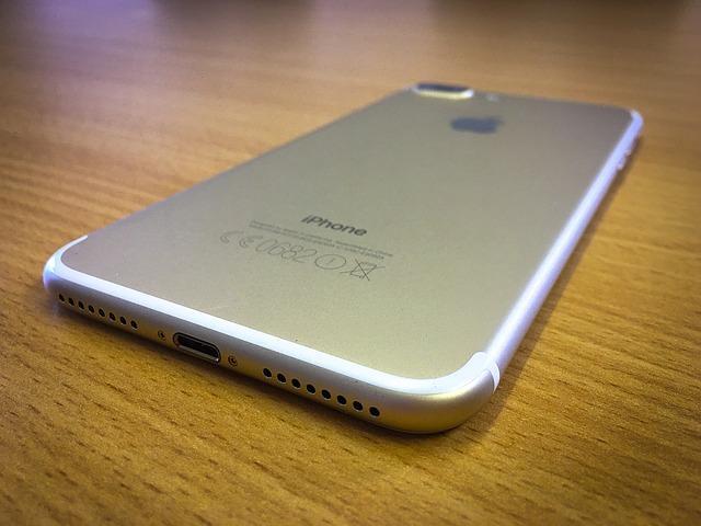 Украинцам посоветовали обменять пол-литра собственной крови накрасный iPhone 7