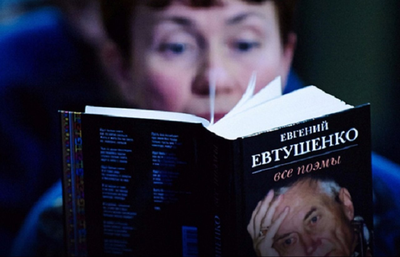Известные артисты прочтут стихи Евгения Евтушенко