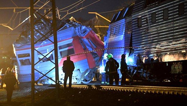 Следователи начали проверку после столкновения поезда иэлектрички в российской столице
