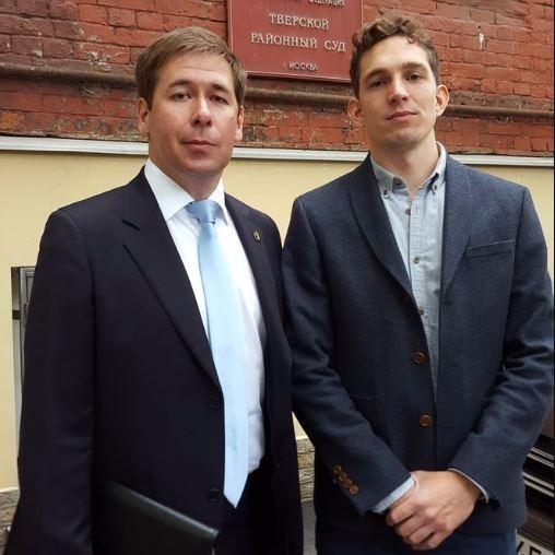 В столицеРФ отпустили схваченного репортера The Guardian