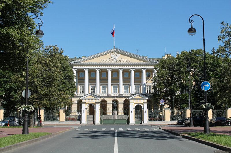 Смольное училище (Санкт-Петербург)