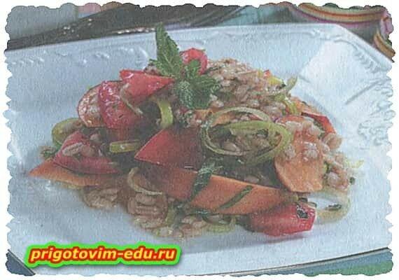 Салат из перловки и нектаринов