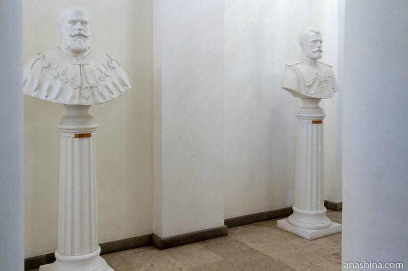 Бюсты российских императоров в коридоре (современная работа), Петровский путевой дворец