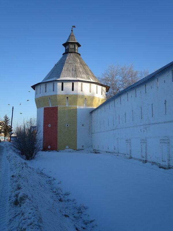 Спасо-Прилуцкий монастырь. Конюшенная башня