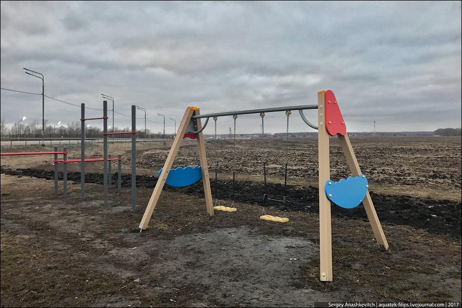 Детские площадки в чистом поле