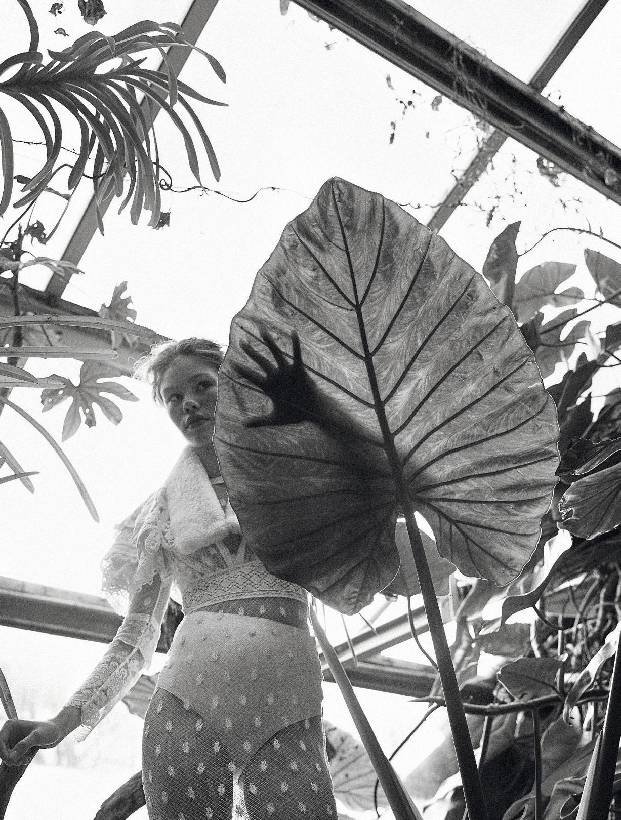 в зимнем саду с Марго Мильен / Margo Millien by Koto Bolofo - Numero Magazine april 2017