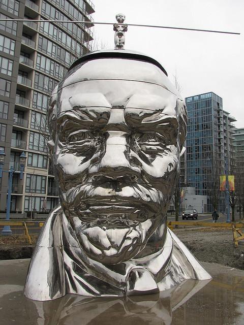 Ванкувер, Канада. Установлен в районе Ричмонд в 2009 г. Скульпторы – братья Гао.jpg