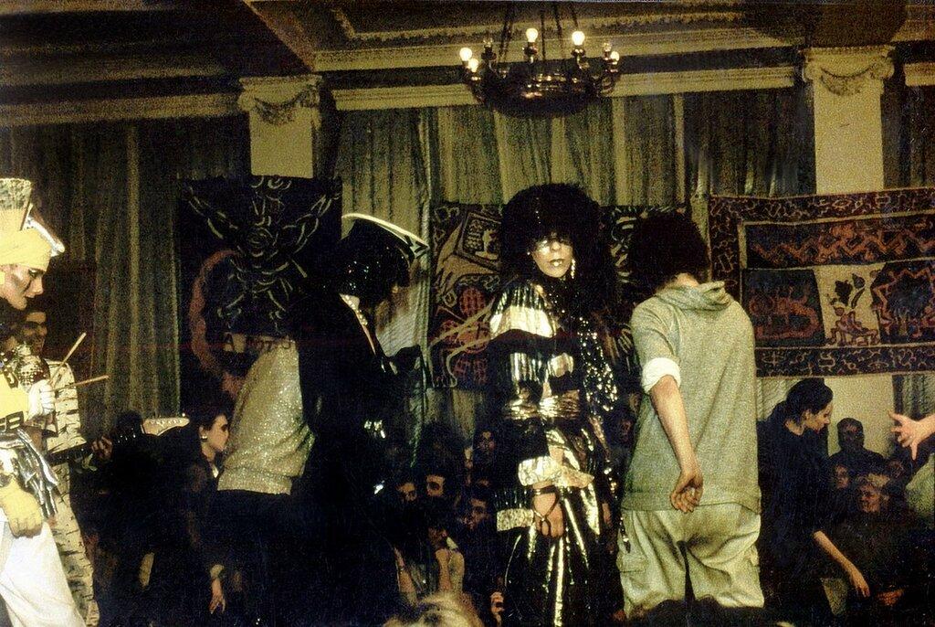 Показ альтернативных мод на Кузнецком Мосту, 10, 1987 (архив Миши Бастера).jpg