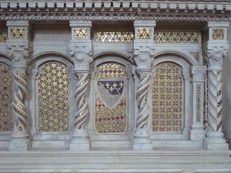 022-мавзолей Брея (нижняя часть, справа).jpg