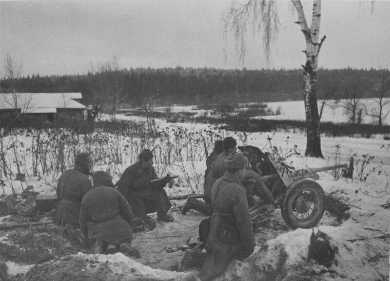 Soviet_artillerymen_with_53-K_artillery_gun.jpg