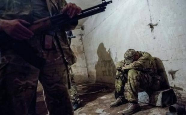 """Доводят до состояния """"овоща"""": Разведчик рассказал, как обменивают пленных военных на Донбассе"""