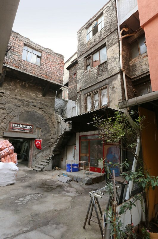 Стамбул. Старый дворик в Фатихе